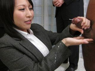 Yuuna Hoshisaki servicig her horny..